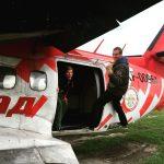 Übung: wie man aus einem Flugzeug steigt...
