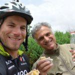 Snack mit einem armenischen Musiker