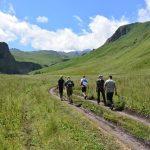 Zu Fuss zum Basecamp des Mount Elbrus